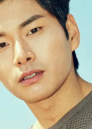الممثل Lee Yi Kyung يتحدث عن دوره القادم في الموسم الثاني من دراما Waikiki