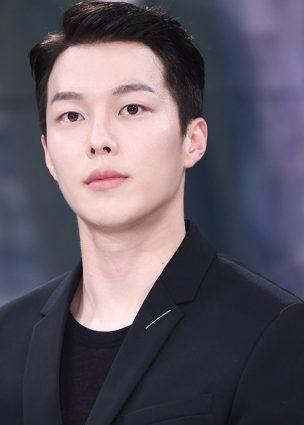 """الممثلة Lee Da Hee في محادثات للانضمام إلى الدراما القادمة """"www"""""""