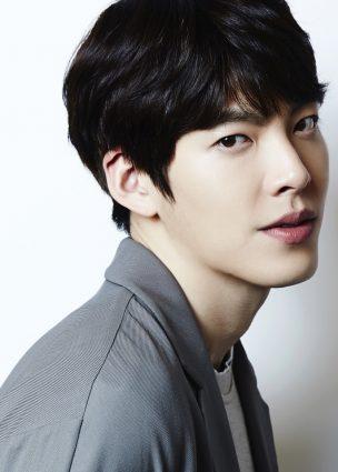 """وكالة الممثل """"Kim Woo Bin"""" ترد على شائعات عودته إلى الشاشة الكبيرة بفيلم جريمة جديد"""