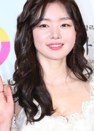 الممثلة Han Sun Hwa في محادثات للإنضمام للموسم الثاني من دراما Save Me لقناة OCN