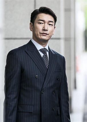 الممثل Cho Seung Woo سيأخذ استراحة من الأنشطة بسبب المخاوف الصحية