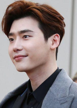 تم الكشف عن موعد تجنيد الممثل Lee Jong Suk